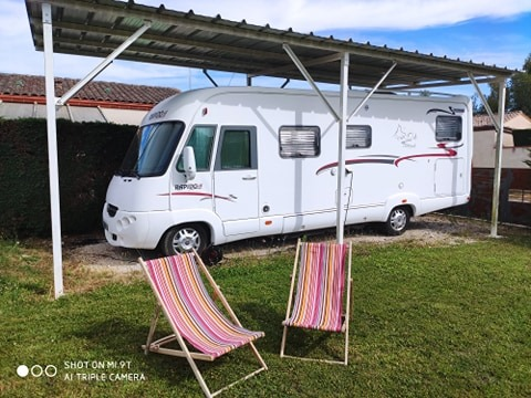 Aire camping-car à Valence (82400) - Photo 1